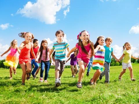 Чем занять ребенка летом на каникулах?